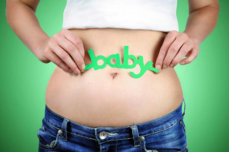 woman's-belly-in-early-pregnancy